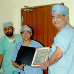 Dr Shailesh receiving momento with Dr Ghouse and Dr Fahmida